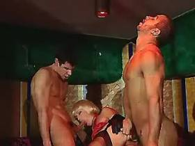 Glamour slut double drilled in orgy